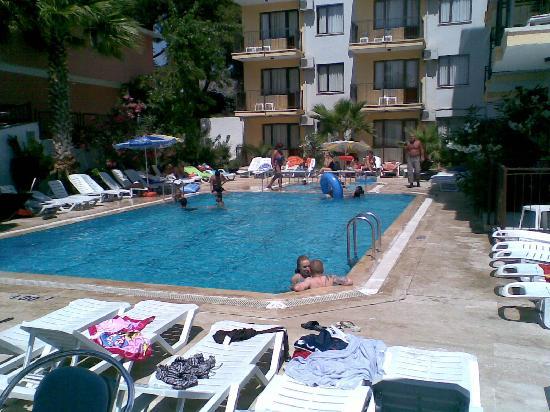 Hotel Grand Ozcelik: outside pool
