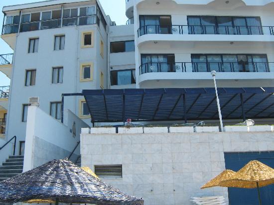 Hotel Grand Ozcelik: hotel from yhe beach