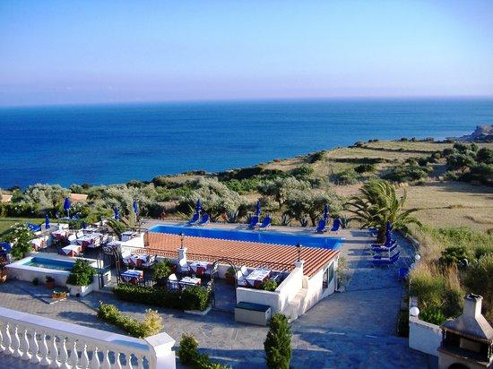 Trapezaki Bay Hotel: Trapezaki Bay poolside
