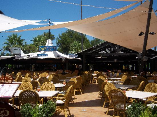 Alcudia Beach Aparthotel: Luna's Grill - great food service & entertainment
