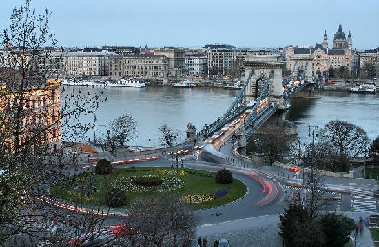 Kempinski Hotel Corvinus Budapest: Chain Bridge At Night