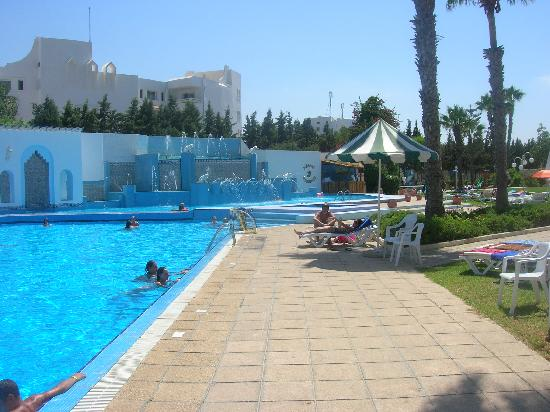 Orient Palace Hotel : pool area