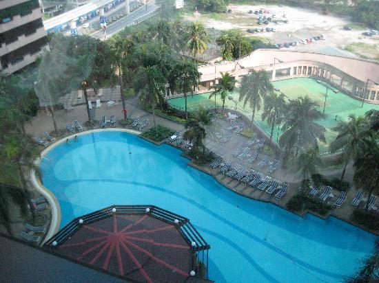 โรงแรมเรอเนซองส์ กัวลาลัมเปอร์: プール