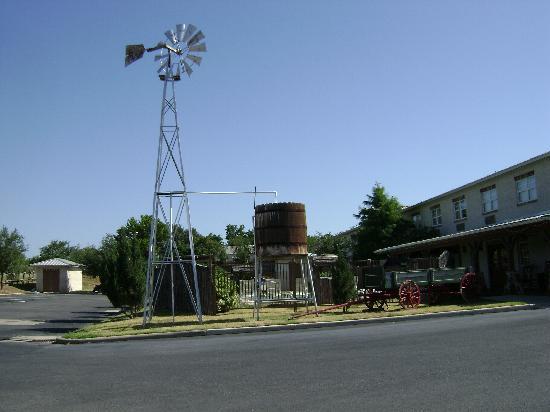 BEST WESTERN PLUS Fredericksburg: windmill