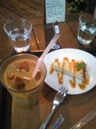 Alishan Cafe: インカ・オレとケーキ