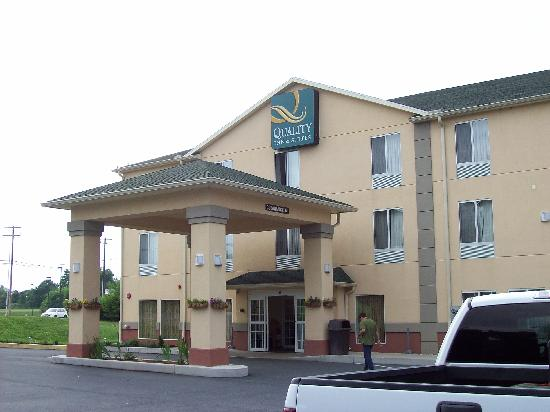 Quality Inn & Suites Hershey: Exterior of hotel