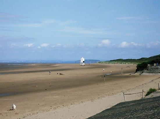 Yew Tree House: beach at burnham on sea