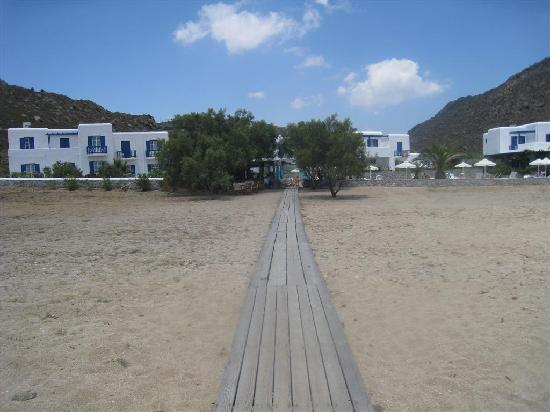 Sunrise Hotel and Suites: path to beach