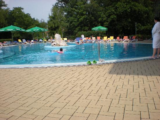 Hotel Azur: Außenpoolanlage