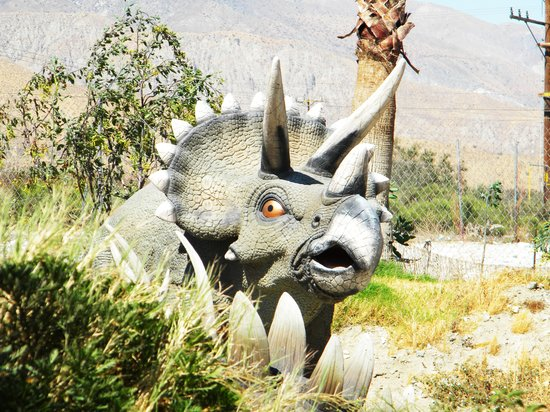 "Riverside, Kalifornien: a dino inside the ""adventure park"""