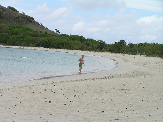 Grand Royal Antiguan Beach Resort: deserted beach with hiking to the hill top