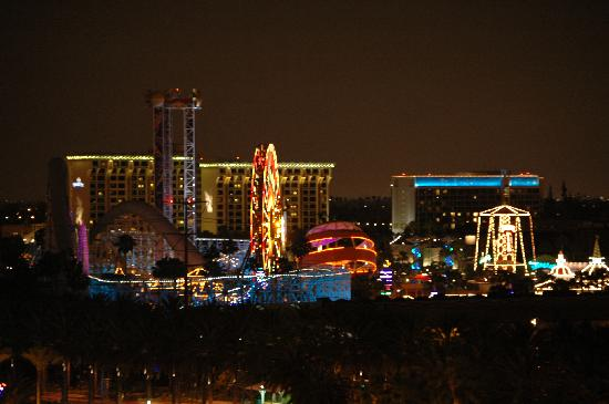 Sheraton Park Hotel at the Anaheim Resort: View from the room at night