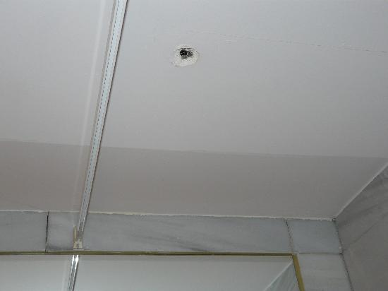 TH Aravaca: agujero en el techo