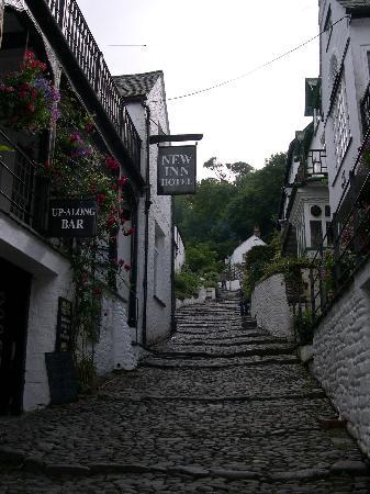 New Inn: Quaint cobbled street