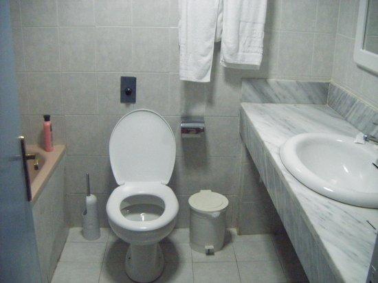 Eurovillage Achilleas Hotel: bathroom