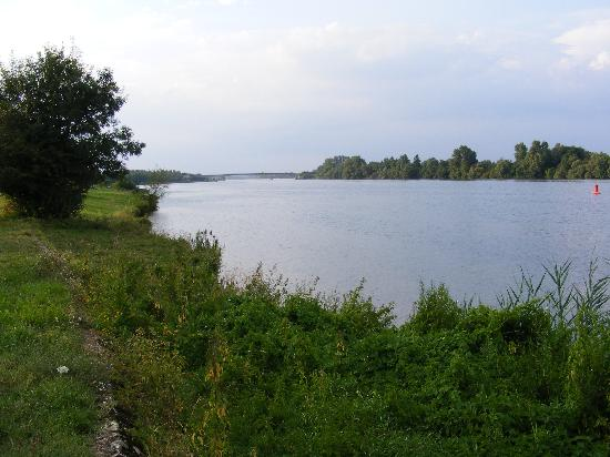 Domaine du Chateau de l' Eperviere : Saone river - nearby