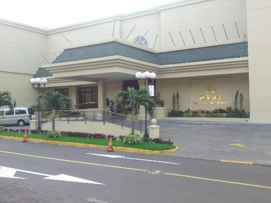 Barcelo San Salvador: Hotel Entrance