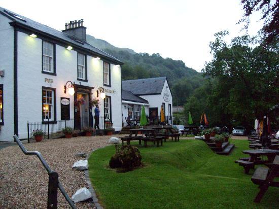 Burnbrae Bed and Breakfast : Village Inn next door to B&B