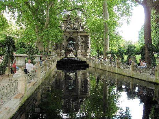 Fontaine de m dicis jardin du luxemburg paris picture for Fontaine a eau de jardin
