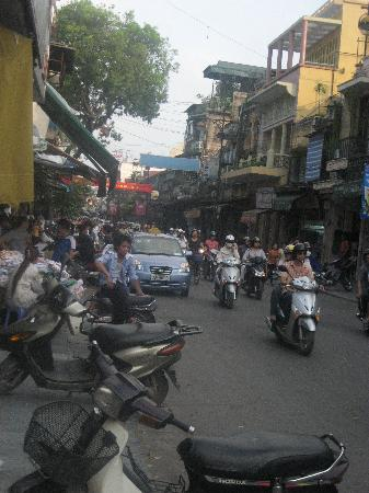 Zephyr Hotel: Street near the hotel
