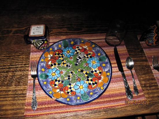 Hacienda Las Trancas: Beautiful handpainted dishes