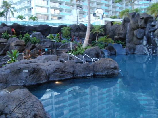 Hilton Hawaiian Village Waikiki Beach Resort : Paradise Pool Slides