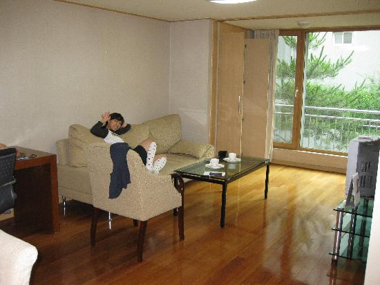 Han Suites Serviced Residences: Living Room
