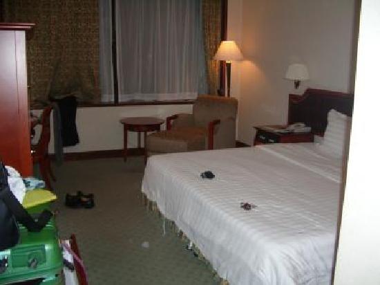 East Hotel: 室内は落ち着いた雰囲気
