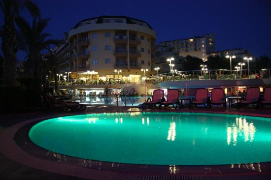 Kumkoy, Turquie : Pool at night