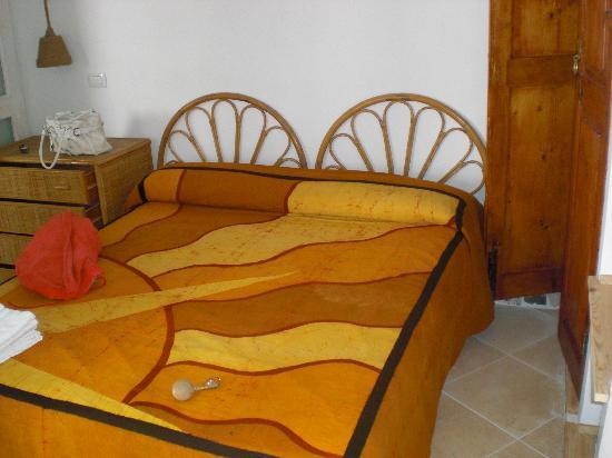 Piccolo Hotel Luisa: Il letto matrimoniale