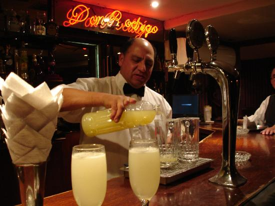 Hotel Foresta: Santiago the barman in Bar Don Rodrigo