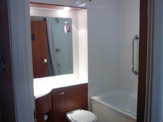 Premier Inn Norwich City Centre (Duke Street) Hotel: Bathroom