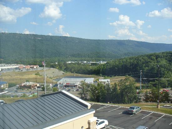 Fairfield Inn & Suites Chattanooga I-24/Lookout Mountain: view from front side room 4th floor