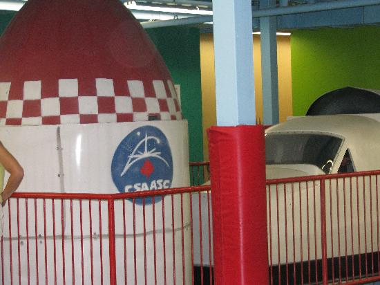 Musee Pour Enfants: Space shuttle and rocket