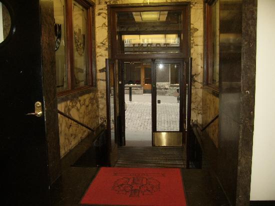 Solo Sokos Hotel Torni: L'entrée de l'hôtel