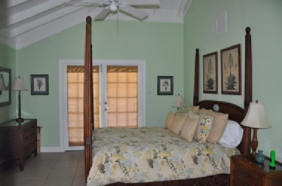 Bel Air Plantation Resort: Villa bedroom