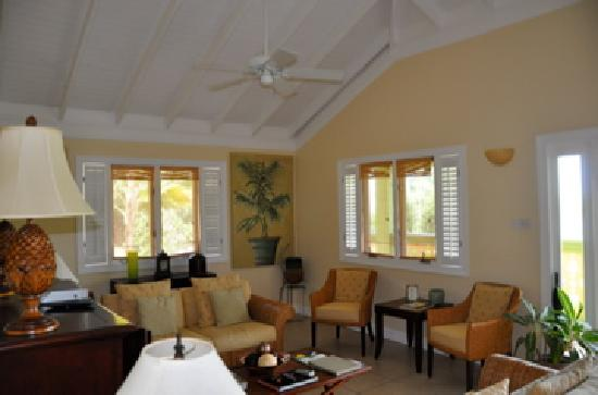 Bel Air Plantation Resort: Living room