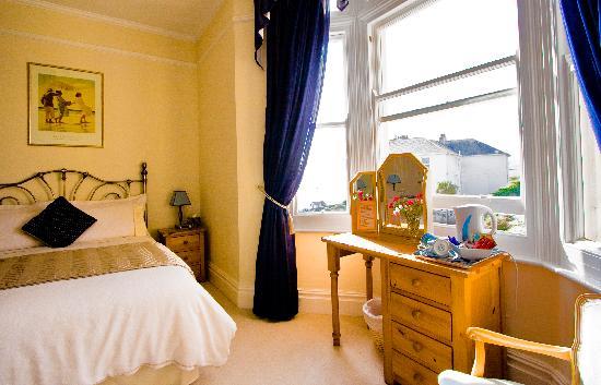 Pebbles B & B: Luxurious bedrooms