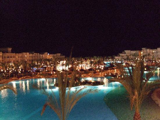 Albatros Palace Resort Hurghada: Pool Grounds