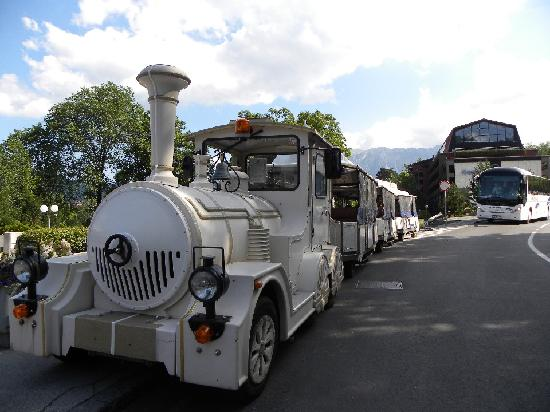 Alp Penzion : train-navette du tour de l'île