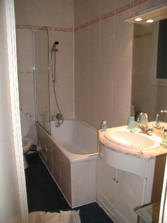 Hotel Saint-Sebastien: Bathroom