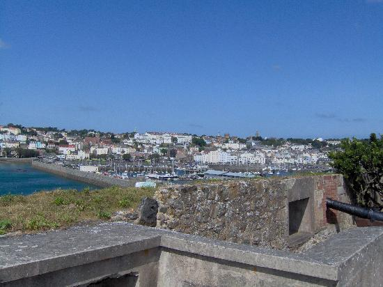 St Peter Port, UK: View of St Peter's Port from top of Castle Cornet