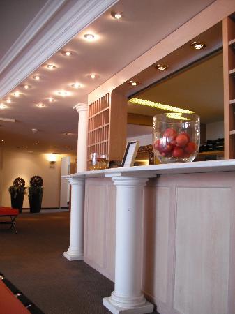 Wellness Hotel Rössli Weggis: フロント。