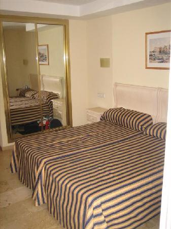 Roc Illetas: Our room