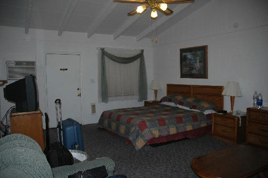 Circle C Lodge: Room - take 1