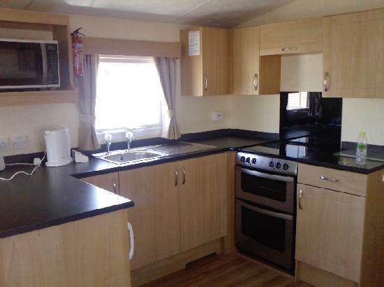 Vauxhall Holiday Park: Kitchen