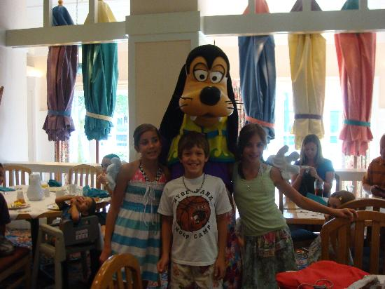 Disney's Beach Club Resort: cape may character breakfast