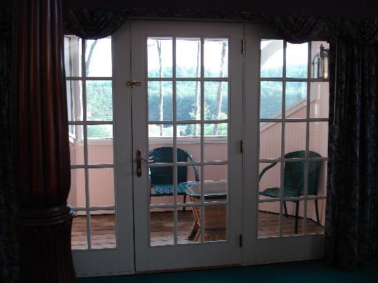 Nestlenook Estate & Resort: Screened in porch w grill