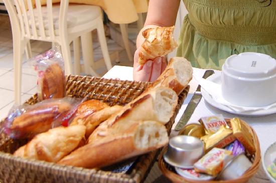Hotel Regyn's Montmartre: 2 breakfasts = 16 euros, not worth it