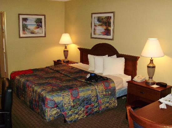 BEST WESTERN Cocoa Inn: Room was larger than typical, and very clean.
